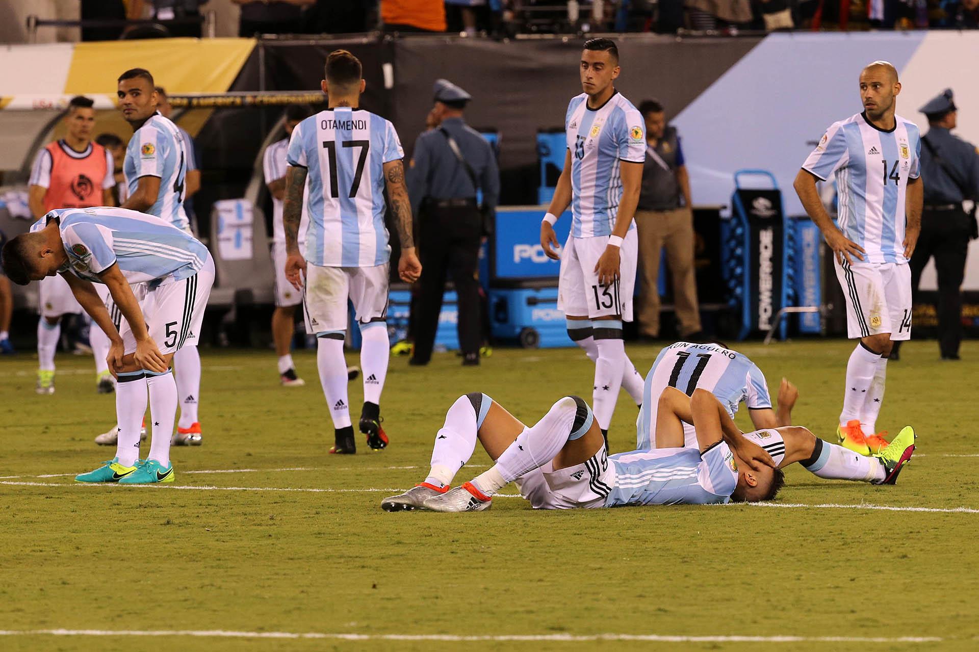 Nueva Jersey: El seleccionado argentino, al igual que hace un año en Santiago, perdió esta noche por penales ante Chile 4-2 la final de la Copa América Centenario, tras empatar sin goles en los 120 minutos de juego disputados en el estadio MetLife de New Jersey. Foto:enviado especial/Diego del Carril/Télam/amb 26/06/2016
