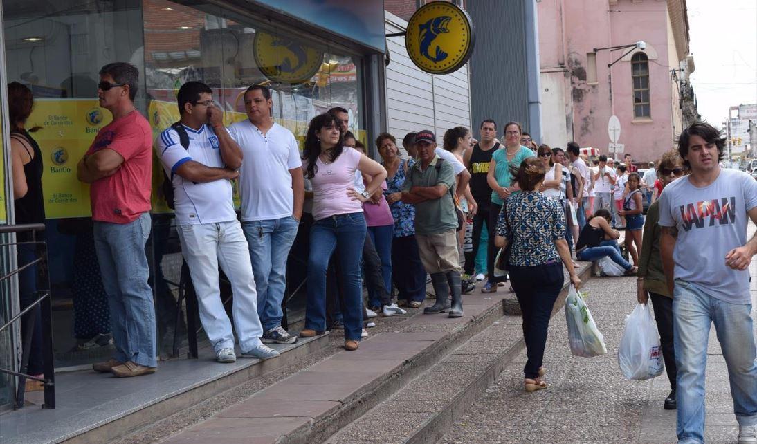fila en los cajeros