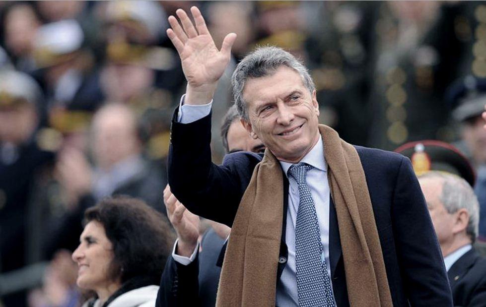 Macri saluda en los festejos del bicentenario