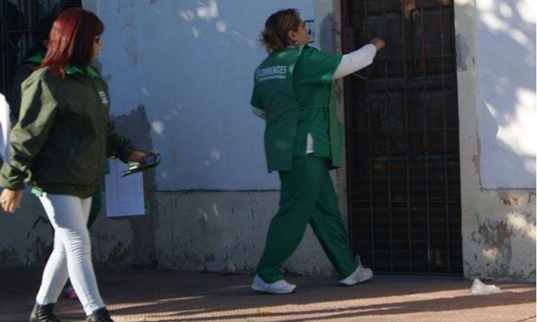 agentes sanitarios recorren barrios