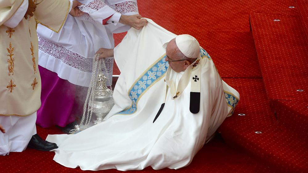 caida del papa francisco en polonia
