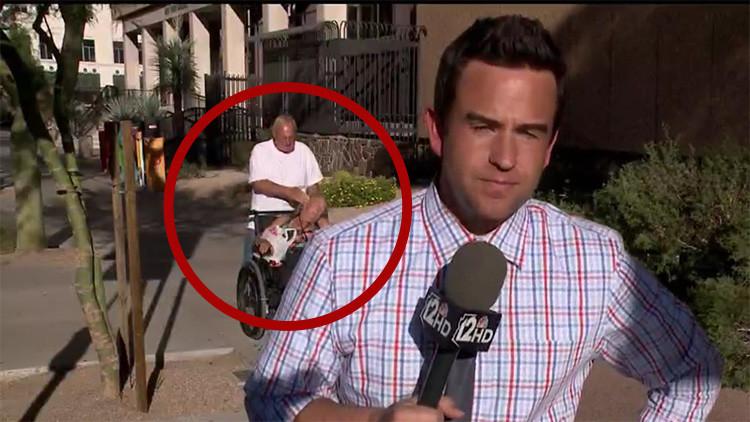 hombre violento con mujer en silla de ruedas