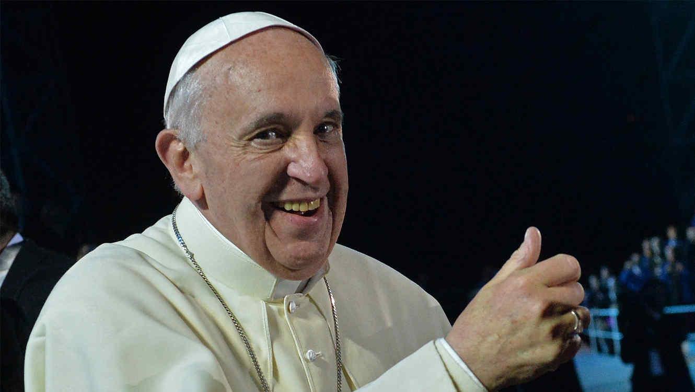 papa-francisco-saludando-sonriendo