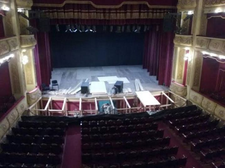 teatro vera arreglandose