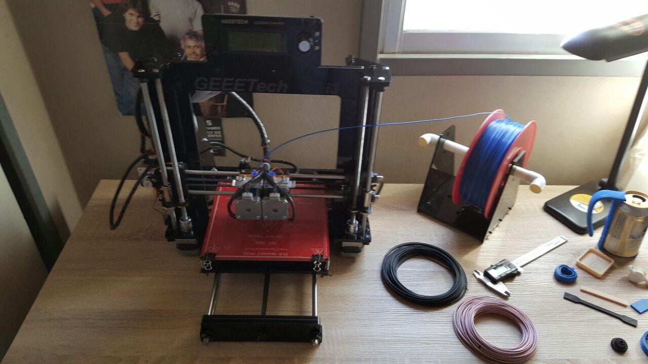 impresora 3D y filamento reciclado