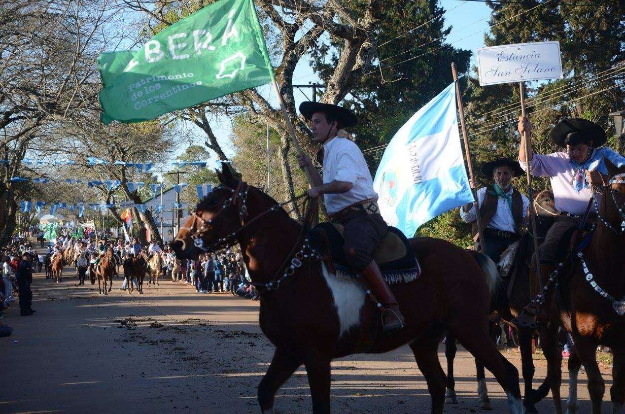 protesta por el ibera a caballo