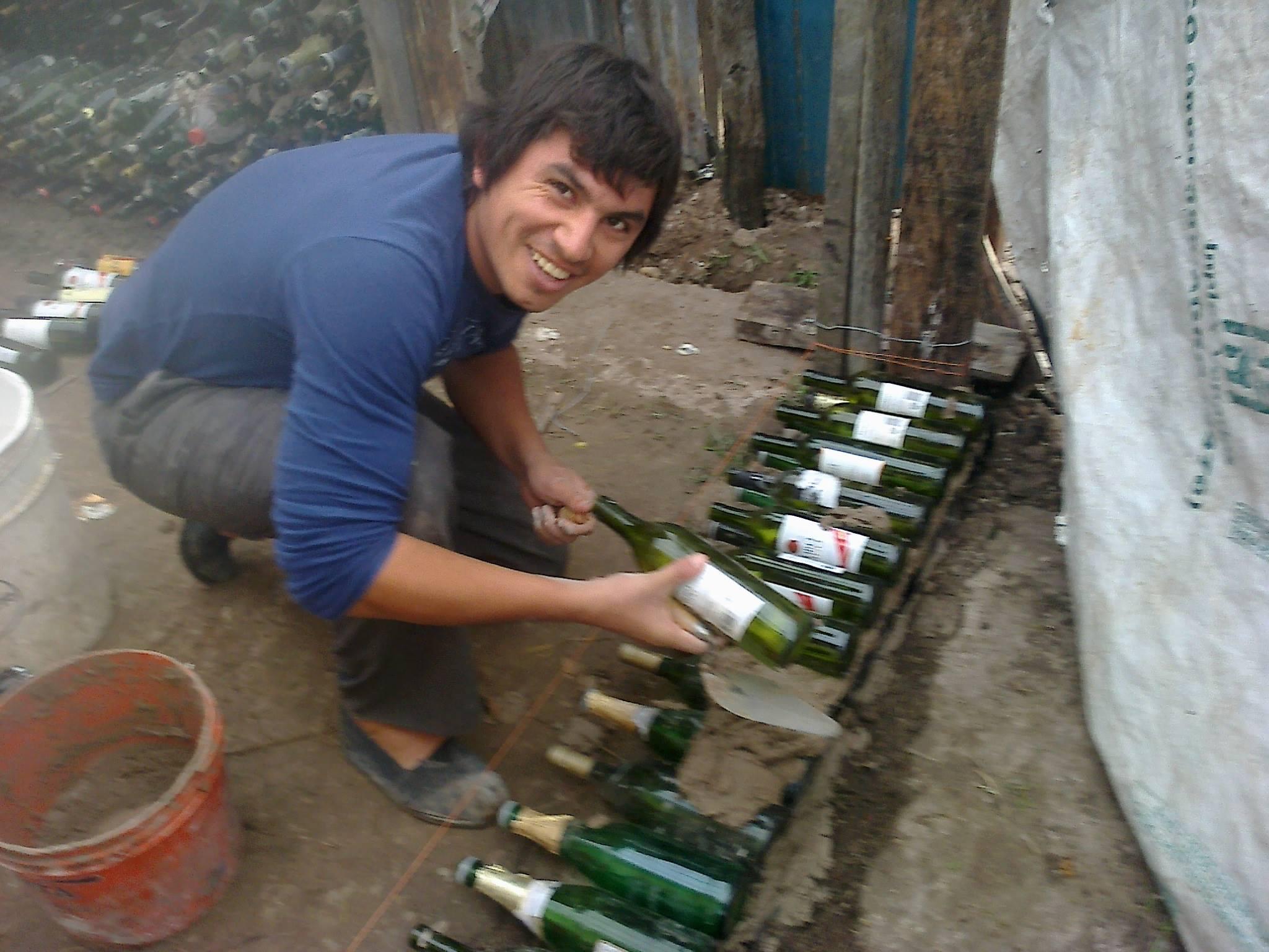 maxi-fontana-construyendo-casa-de-botellas