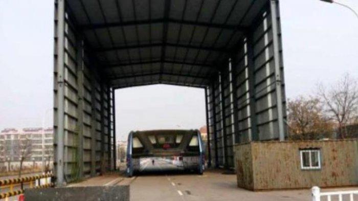 autobus-chino-juntando-polvo