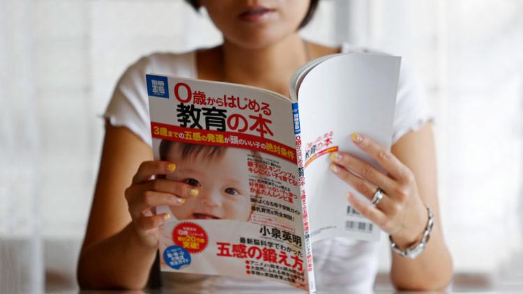 japonesa-leyendo-revista