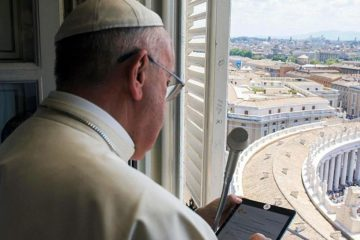 papa-francisco-tablet-camara-tapada