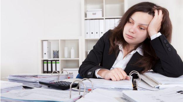 Varios estudios indican que reduciendo las horas de trabajo se pueden evitar afecciones de salud relacionadas con el trabajo.