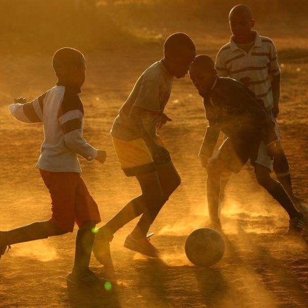 La idea de la FIFA es que el fútbol pueda crecer en aquellos países donde todavía no se ha logrado desarrollar, como sucede en varias partes de África.