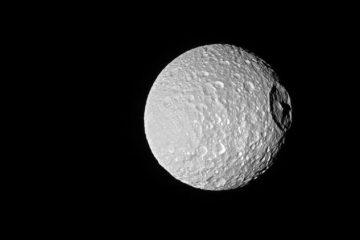 luna de saturno death star