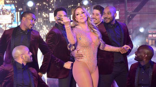 En algún momento del espectáculo la cantante alejó el micrófono de su boca y dejó de cantar, pese a que su voz grabada seguía sonando.