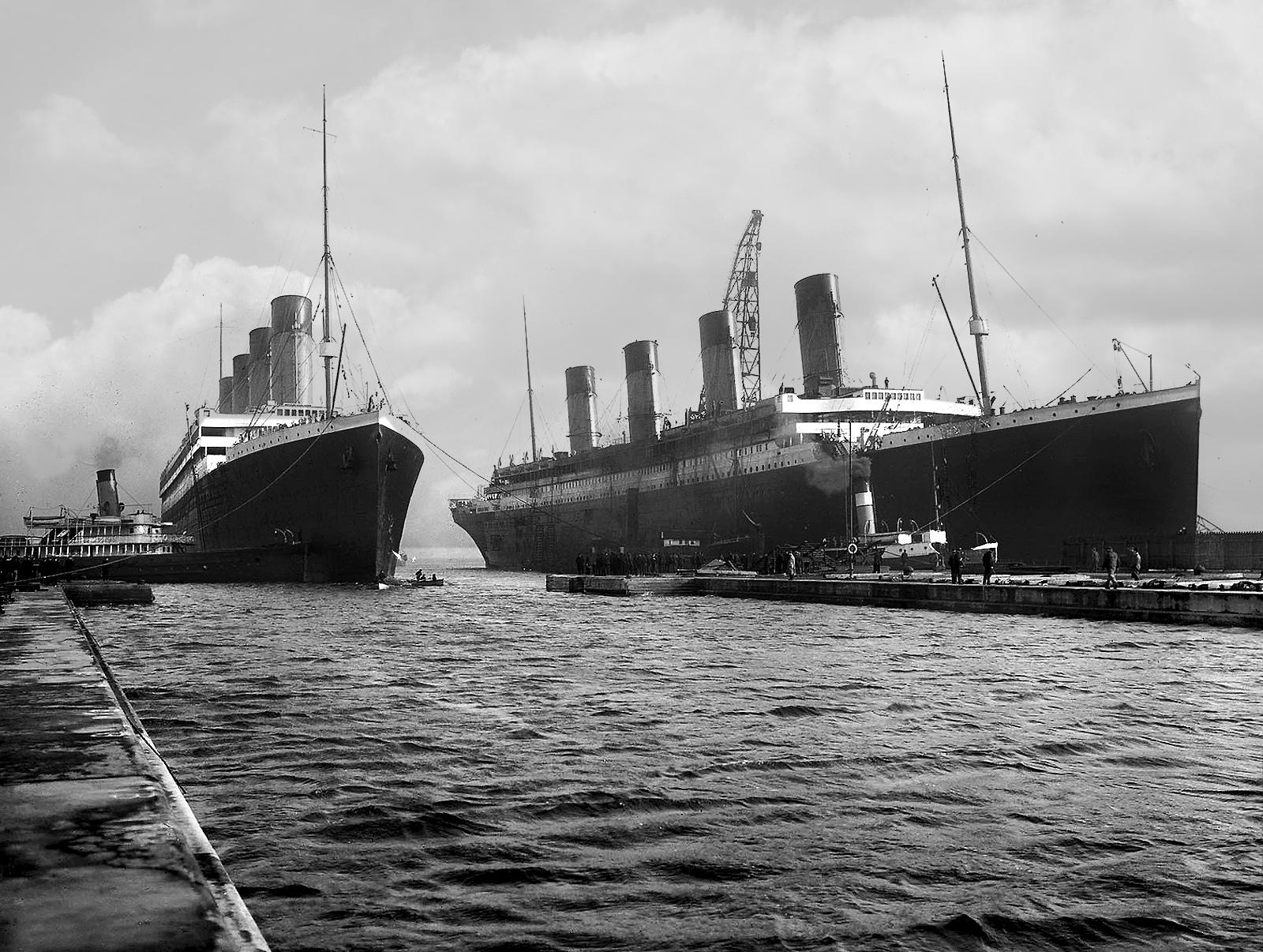 El Titanic junto a su embarcación gemela, el Olympic.