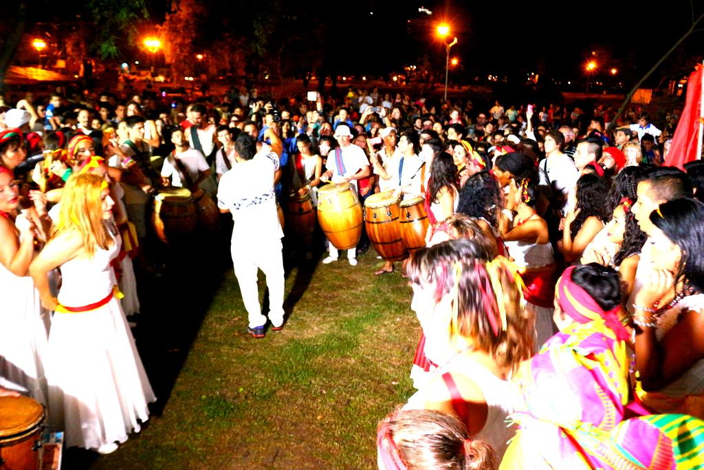 La cuerda de Uli Gómez realizó el tradicional llamado de tambores.