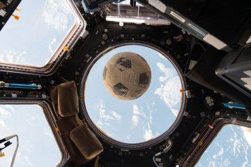 pelota en el espacio