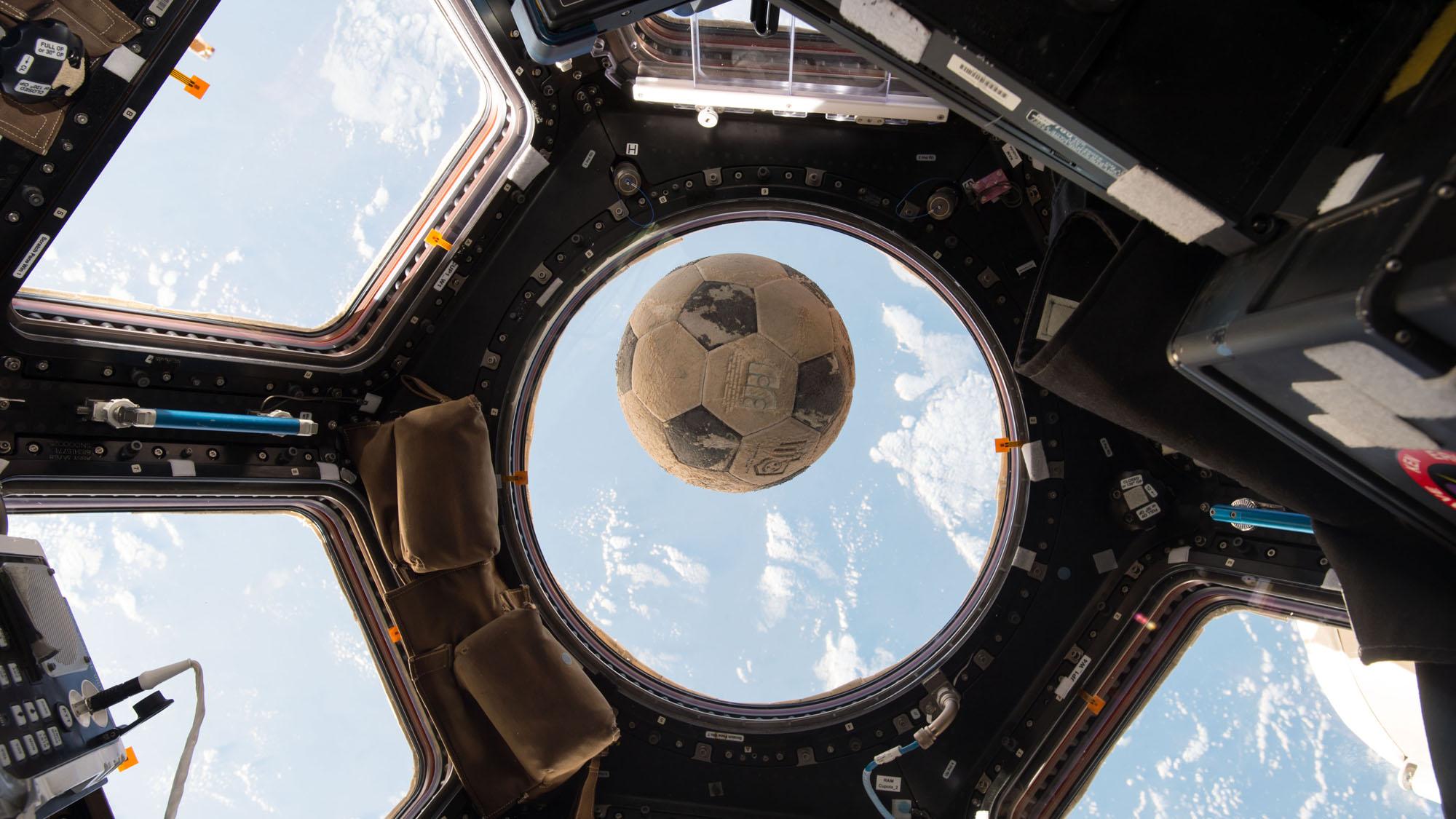Resultado de imagen para pelota en el espacio