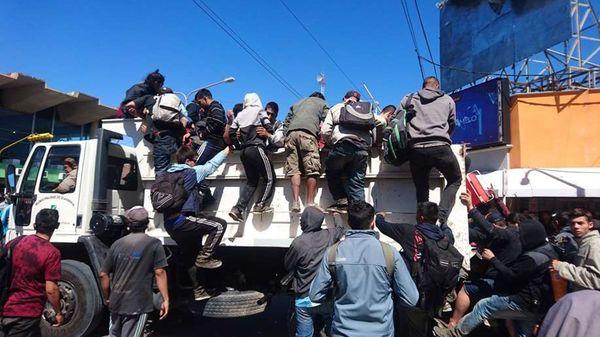 Así trasladaron a decenas de varados en Olavarría.