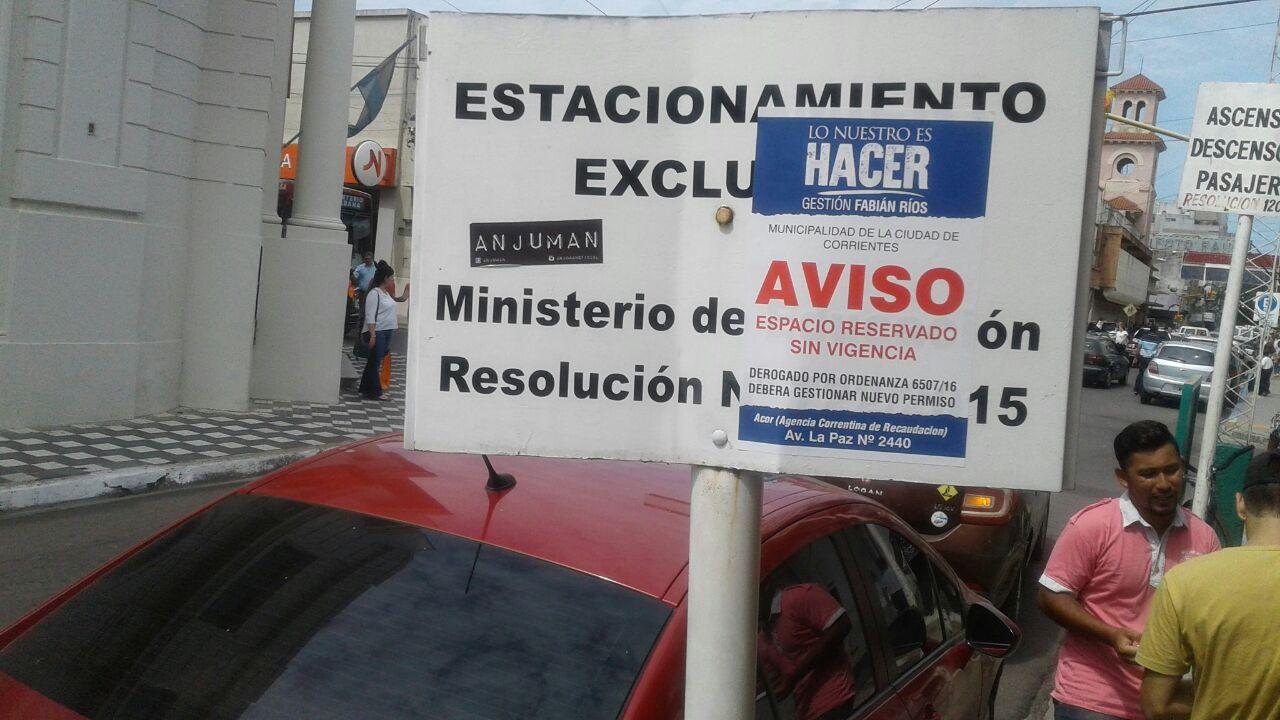 estacionamiento reservado cartel