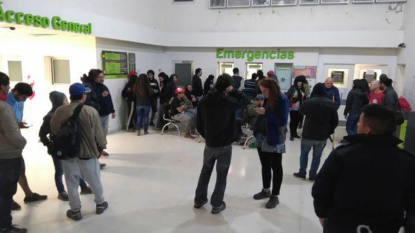 Sala de espera del Hospital de Olavarría, donde muchos pasaron la noche.
