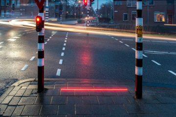 semáforo en el suelo