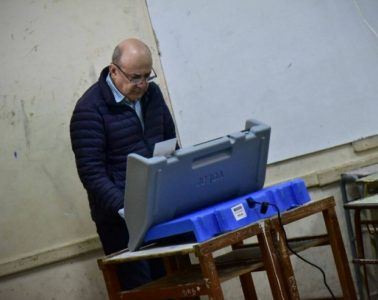 Gustavo Canteros votando