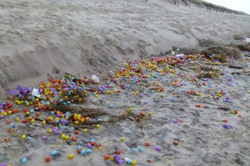 huevos-kinder-en-la-playa