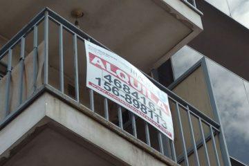cartel alquila en balcon alquiler
